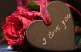 Życzenia na walentynki 2019. Śmieszne, poważne, romantyczne [WIERSZYKI, OBRAZKI, SMS, ŻYCZENIA WALENTYNKOWE 14 lutego]