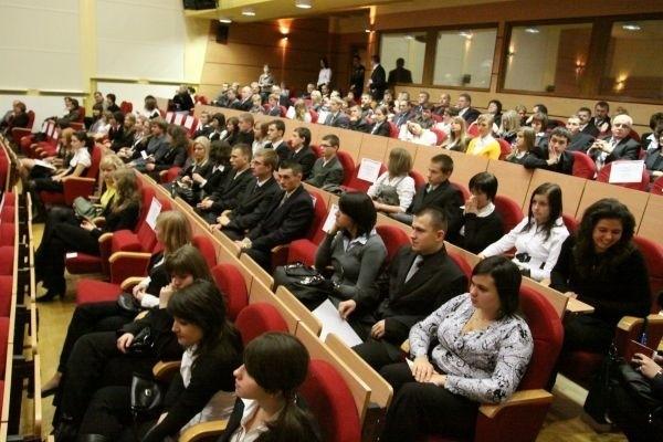 Stypendyści wypełnili całą salę konferencyjną urzędu wojewódzkiego