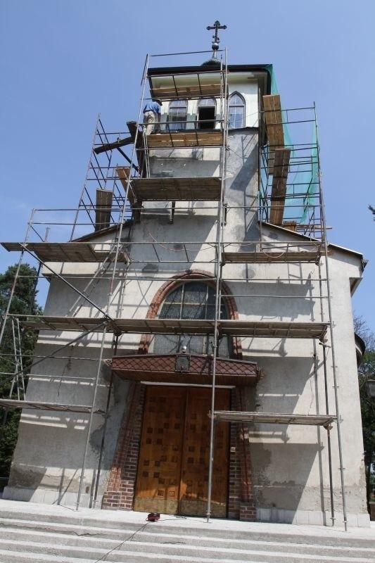 Cerkiew w Starosielcach zyska nowy tynk i kolorystykę. Proboszcz uważa, że żółty kolor rozjaśni szarą świątynię.