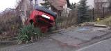 Wypadek w Bochni. Dachowanie samochodem osobowym na ul. Strzeleckiej