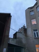 Miejski komin dymi prosto w okna mieszkań rodzin z dziećmi. Co na to Urząd Miasta Łodzi? Smog na Starym Polesiu