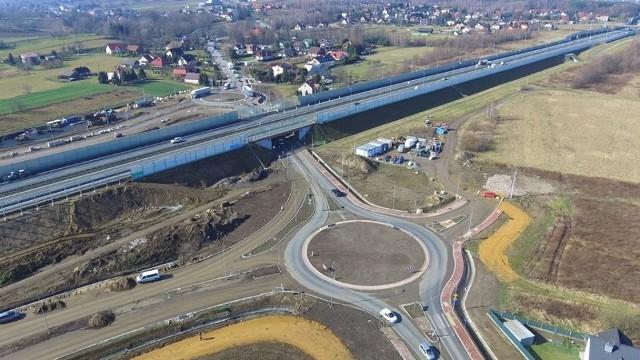 Budowa autostradowego Węzła Niepołomice zmierza do finału. Ale na powstanie kluczowej dla ruchu w tym rejonie obwodnicy Podłęża trzeba będzie długo poczekać