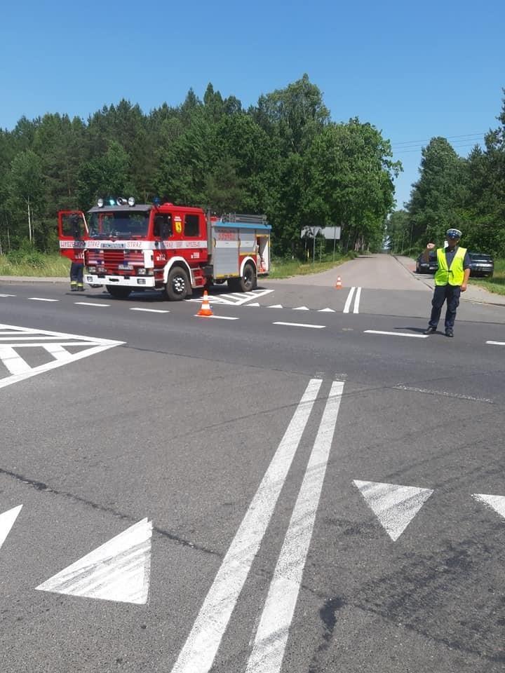 Na miejscu pracowały trzy zastępy straży pożarnej, dwie jednostki z Koszalina oraz OSP Wyszewo.