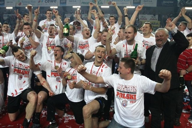 Rzeszowscy siatkarze sześciokrotnie zdobywali tytuł mistrza kraju (ostatnio niespełna miesiąc temu), ale zawsze pod szyldem Resovii.