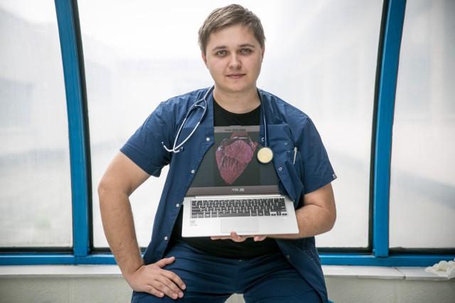 Dr Mateusz Hołda