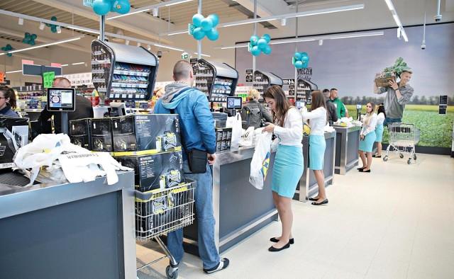 Niedziele wolne od handlu. Czy w pierwszą niedzielę miesiąca zrobimy zakupy? Zgodnie z ustawą pierwsza i ostatnia niedziela każdego miesiąca to niedziela handlowa. W niedzielę 1 lipca 2018 sklepy będą czynne w normalnych godzinach ustanowionych w tym dniu.
