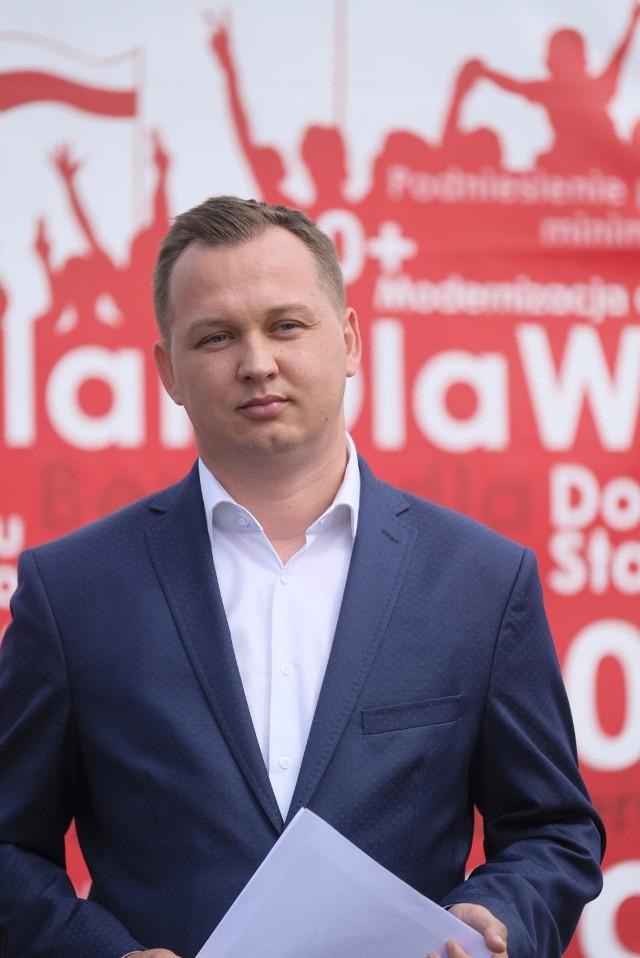 Poseł Solidarnej Polski, Mariusz Kałużny wraz z grupą posłów z  Parlamentarnego Zespołu ds. Walki z Wykluczeniem Transportowym interweniują w sprawie braku zgody prezydenta Grudziądza na zatrzymywanie się na miejskich przystankach, gminnego przewoźnika