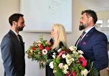Burmistrz Rypina z absolutorium. 14 radnych zaufało Pawłowi Grzybowskiemu