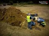Wodzisław Śląski. Składował odpady w sposób zagrażający zdrowiu i życiu. Policjanci odkryli zakopane beczki pod wybiegiem dla koni w Rogowie