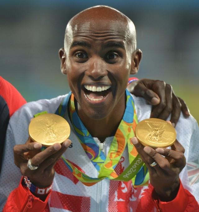 Mo Farah na podium olimpijskim w Rio de Janeiro w 2016 roku