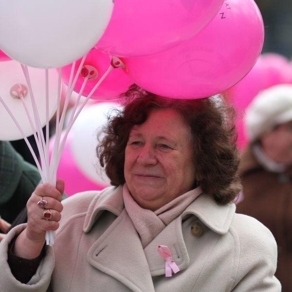 Helena Ożarowska była jedną z wielu osób, które wzięły udział w sobotnim Marszu Nadziei. Wygrała z rakiem.