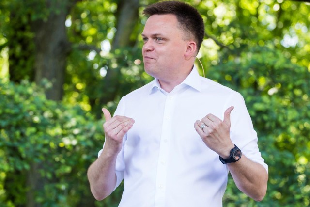 Sondaż: Kłopoty Hołowni. Jego wyborcy za lidera opozycji uważają innego polityka