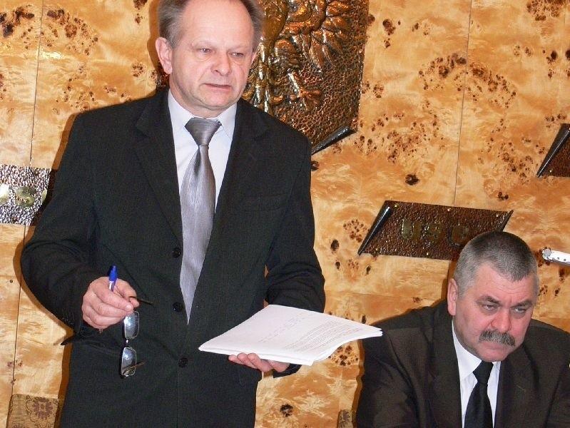 Mirosław Kopyto, przewodniczący Rady Gminy Gorzyce (z lewej) uważa, że strona urzędu gminy nie może być wykorzystywana przez wójta do prowadzenia kampanii wyborczej, dlatego złożył skargę do Komisarza Wyborczego w Tarnobrzegu, a następnie Państwowego Komisarza Wyborczego.