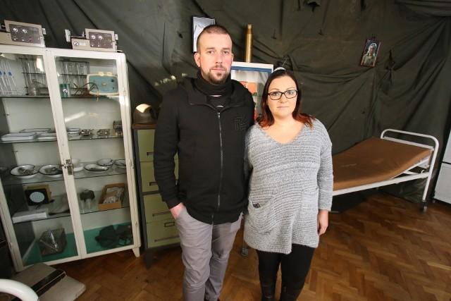 Joanna Massalska-Bzymek i Dominik Bzymek z Sekretnego Pokoju w Kielcach podkreślają, że to kreatywna zabawa dla każdego.