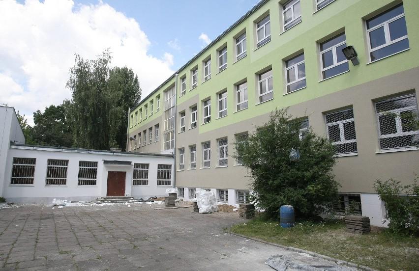 Podstawówka przy ul. Wiosennej ma szczęście. Trwa w niej remont za 745 tys. zł