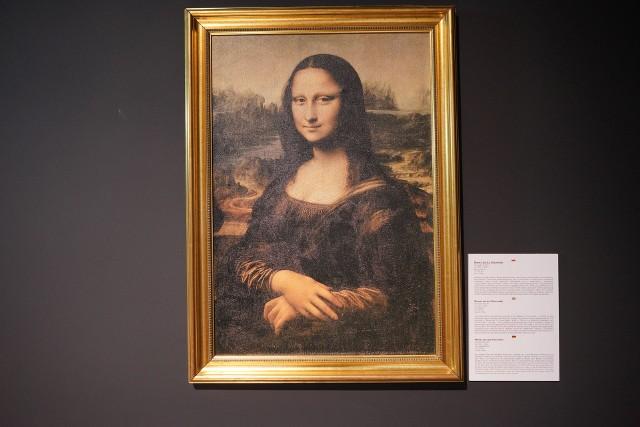 Przez całe wakacje w Galerii Malta można zobaczyć interaktywną wystawę składającą się z machin skonstruowanych na podstawie szkiców Leonarda da Vinci. Wystawę uzupełniają 22 reprodukcje obrazów włoskiego mistrza. Zwiedzający mogą samodzielnie sprawdzić działanie części wynalazków.Kolejne zdjęcie -->