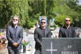 Pogrzeb Piotra Rockiego. Tłumy kibiców, przyjaciół i kolegów z boiska pożegnały byłego piłkarza Legii, Dyskobolii i Górnika. ZOBACZ ZDJĘCIA