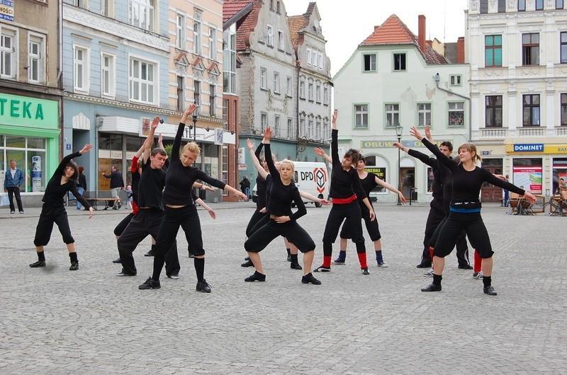 W ubiegłym roku w żarskim Rynku wystąpił Teatr uliczny z Młodzieżowego Domu Kultury w Żarach