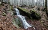 Diabli Kamień i Wodospad Magurski. Zobaczcie niezwykłe miejsca w Beskidzie Niskim [ZDJĘCIA]