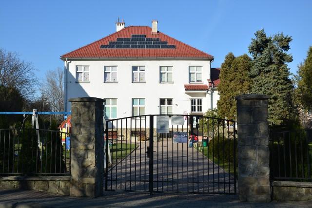 Instalacje fotowoltaiczne na budynkach użyteczności publicznej należących do gminy Dobczyce powstały w ramach projektu OZE realizowanego przez LGD Turystyczna Podkowa