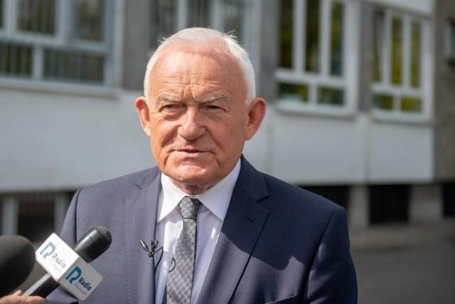 - Mamy do czynienia z dekompozycją obozu władzy. Opozycja nie może w żadnym wypadku pomóc. Lewica nie powinna poprzeć tego projektu – mówił były premier Leszek Miller, odnosząc się na antenie Polsat News do rządowego projektu zniesienia tzw. 30-krotności ZUS.
