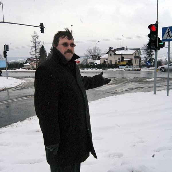 - Wieczorami włączenie się do ruchu z ulicy Olbrachta w ulicę Lwowską graniczy z cudem - mówi Waldemar Ostrowski, przewodniczący rady osiedla Wilkowyja.