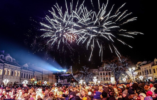 31.12.2016 rzeszow sylwester 2016/2017 powitanie nowy rok rynek rzeszowski fot krzysztof kapica
