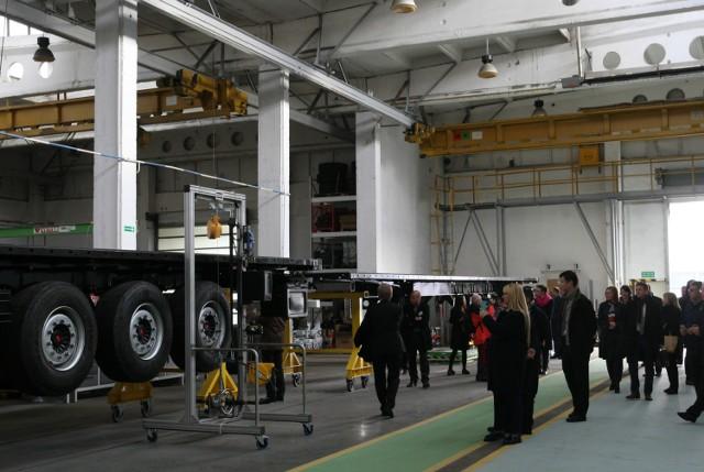 Chińczycy otworzyli fabrykę w Gdyni - będą produkować naczepy