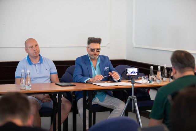 """W sprawie dotyczącej firmy prowadzącej """"Śródmieście"""" konferencję prasową zorganizował Krzysztof Rutkowski."""