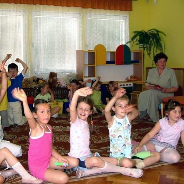 Radosne i ciekawe życia przedszkolaki, nie wiedzą, że nad ich główkami toczy się prawdziwa batalia.