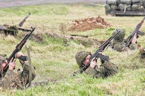 Wojskowe szkolenia mogą odbyć zarówno kobiety jak i mężczyźni w weku od 18 do 50 lat.
