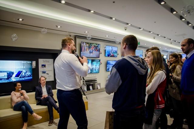 Różnorodność wynikająca z chęci dostosowania oferty do potrzeb konsumentów sprawia, że Polacy wybierają telewizory Samsung.