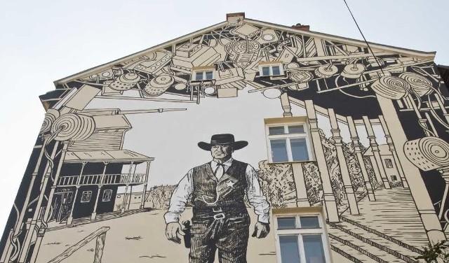 Budynek nr 13 przy ul. Lisa Kuli w Rzeszowie, który mają przejąć na własność Siostry Prezentki, zdobi charakterystyczny mural