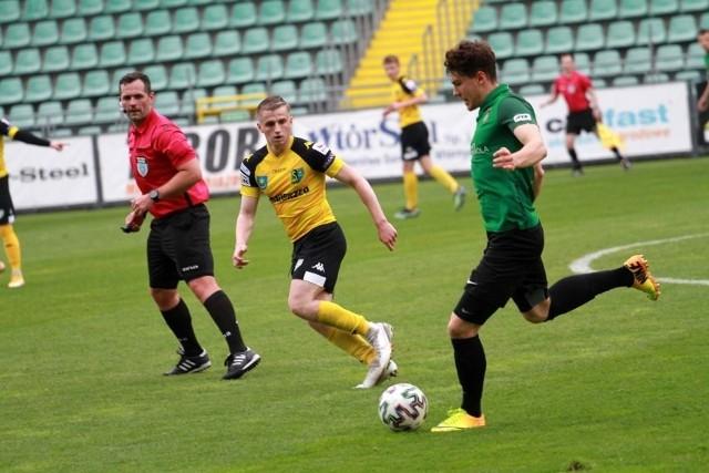 W poprzednim sezonie Stal dwukrotnie pokonała Siarkę w ligowych derbach
