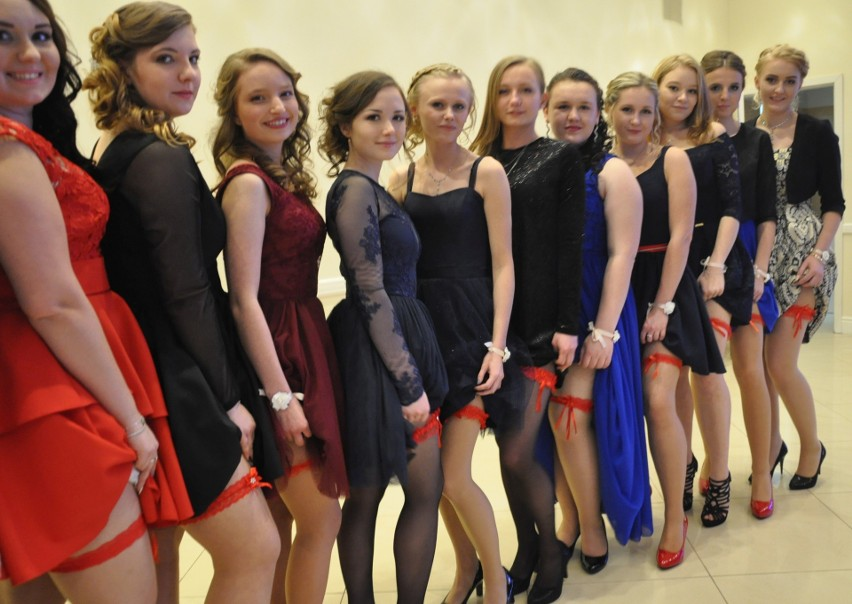 Uczniowie Zespołu Szkół Ponadgimnazjalnych nr 1 w Kluczborku bawili się na balu maturalnym 7 stycznia w restauracji Werona w Praszce.