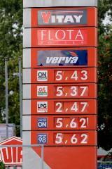 Paliwo na stacjach szybko nie potanieje. Sejm uchwalił nowy podatek od paliw