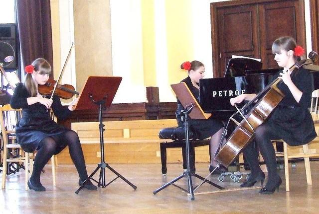 Trio fortepianowe: Anna Kręplewska, Justyna Kurtys i Oliwia Stefańska