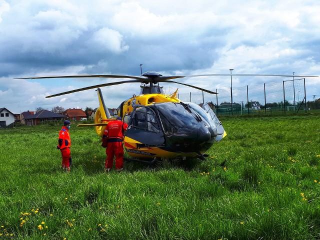 W niedzielę w miejscowości Witaszyce w powiecie jarocińskim doszło do nieszczęśliwego wypadku. Do nieczynnego zbiornika wodnego wpadł 67-letni mężczyzna i utonął. Zobacz więcej zdjęć ---->