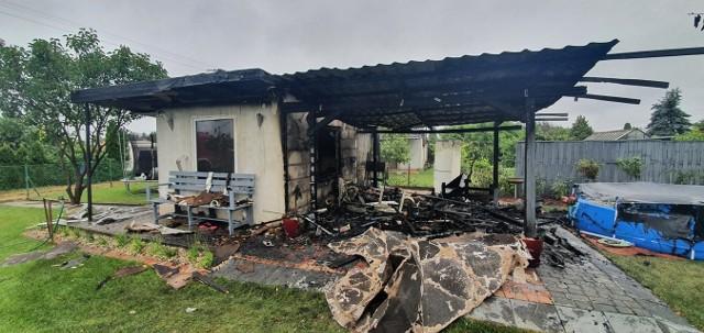 """Pożar domku letniskowego na ROD """"Jarzębinka"""" pod Koronowem."""