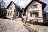 Zabytkowa willa w Leśnicy wystawiona na sprzedaż. Jej wnętrza są oszałamiające! Zobaczcie zdjęcia