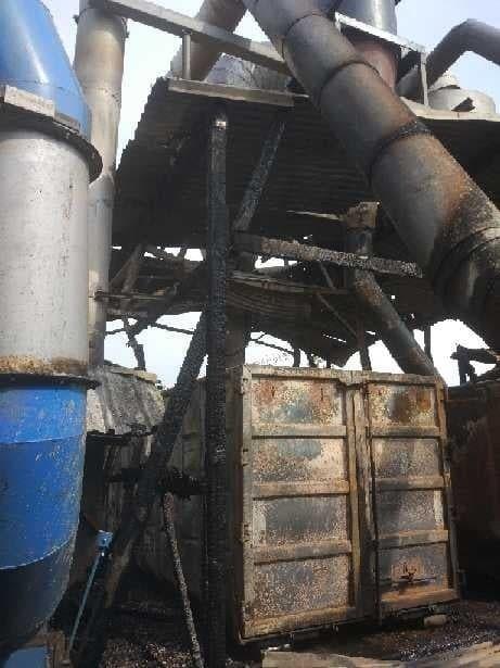 Pożar zakładu produkcji drzewnej w Gościeszynie pod Rogowem [zdjęcia]