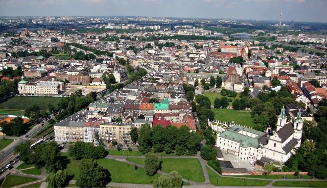 Kwota potrzebna na zakup mieszkania w wielu miastach zaczyna przekraczać możliwości finansowe Polaków.