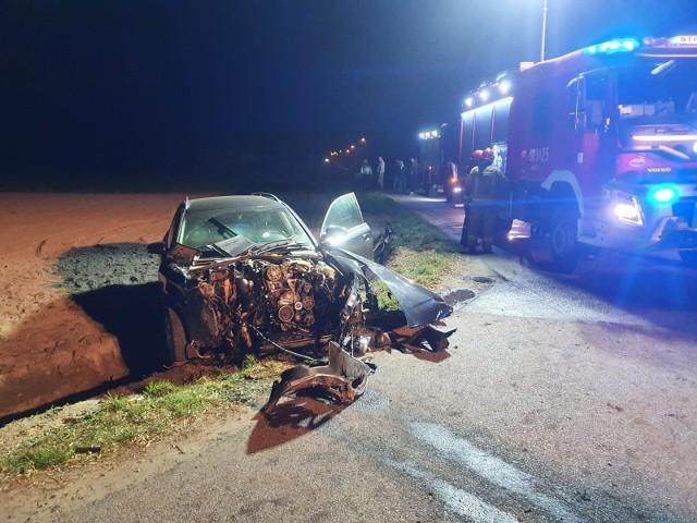 Do wypadku doszło na drodze krajowej numer 71 w gm. Stryków. Kierowca wjechał w auto, którym podróżowała rodzina z małym dzieckiem. CZYTAJ WIĘCEJ NA KOLEJNYM SLAJDZIE>>>>