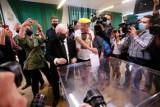 Incydent w czasie głosowania prezesa PiS [zdjęcia]