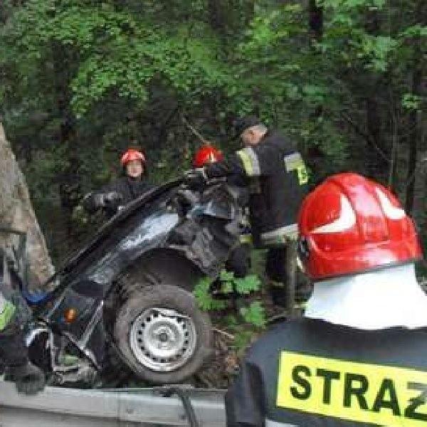 Wypadek w Janowie. 39 osób zostało rannych a jedna zginęła. Policja zatrzymała też 66 pijanych kierowców.