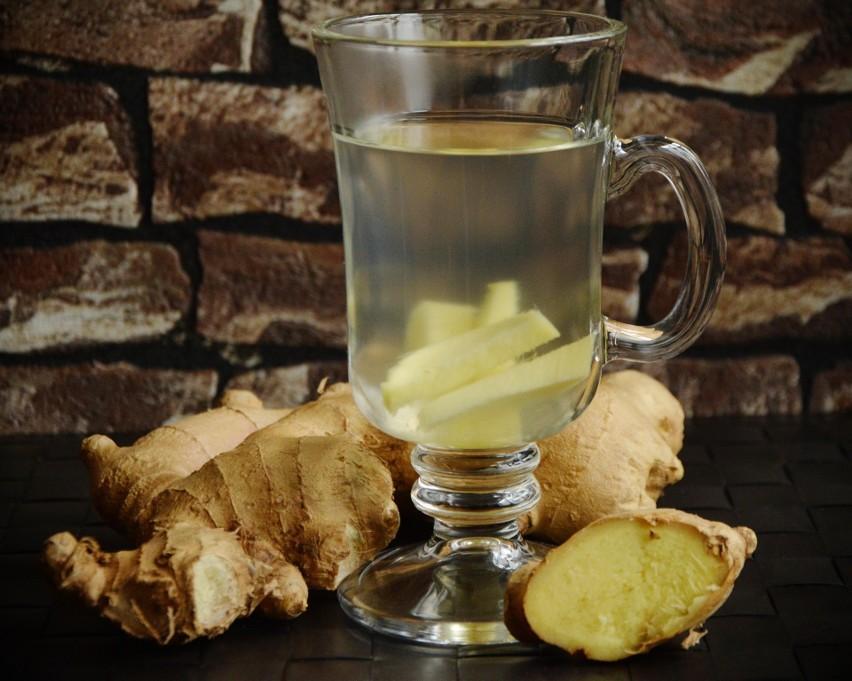 Kłącze imbiru zawiera olejki eteryczne takie jak gingerol,...