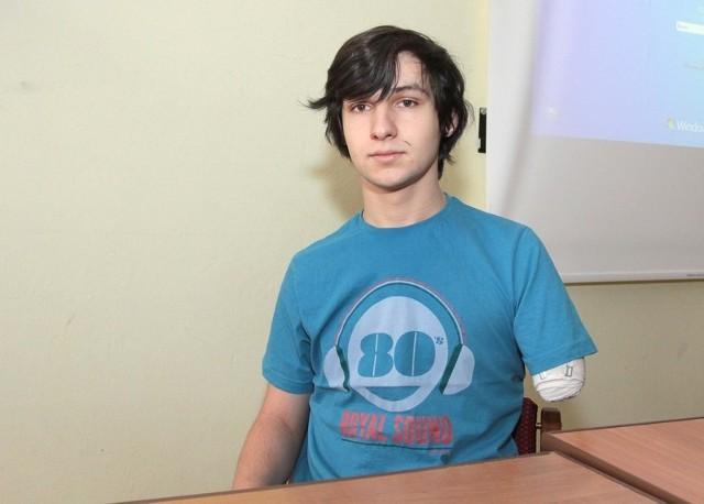 Jakub Wójtowicz, pobity przez bandytów w Radomiu cudem przeżył po tym, jak napastnicy nieprzytomnego zawlekli go na tory kolejowe.
