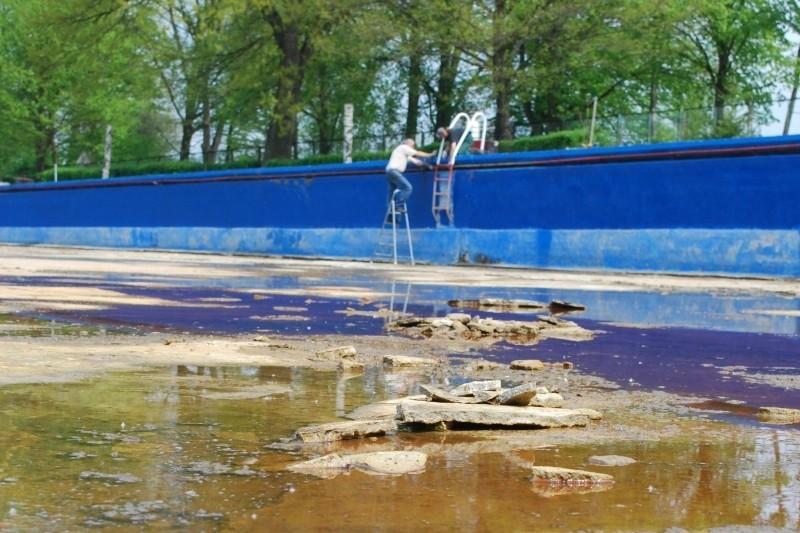 W tym roku dno basenu zostało naprawione, mimo to 80-letni obiekt wymaga gruntownej przebudowy.