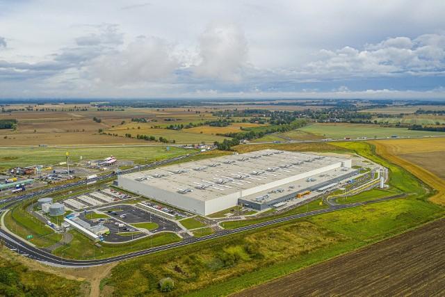Otwarcie najnowocześniejszego specjalistycznego centrum logistycznego Amazon Okmiany odbędzie się 2 września. Trwają ostatnie prace na terenie obiektu.