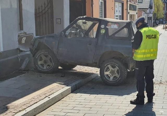 18-latek ukradł samochód w Świeciu a potem się rozbił. I to nie jest jego jedyne przewinienie.